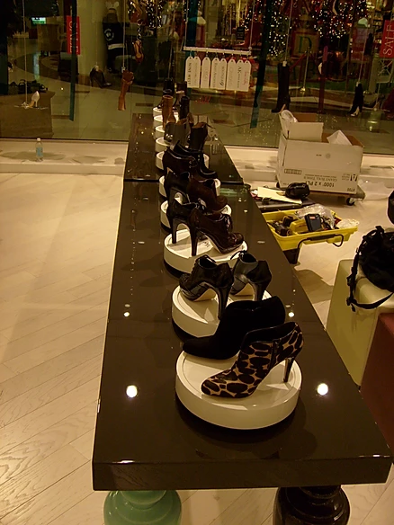Retail Shoe Display Rechargeable Battery Powered